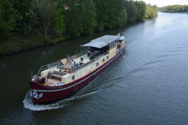 Barge cruise in Belgium… are you going to let yourself be taken in the boat?