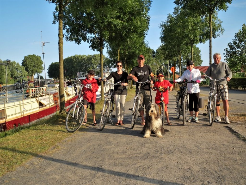 Biking and cruising Bruges